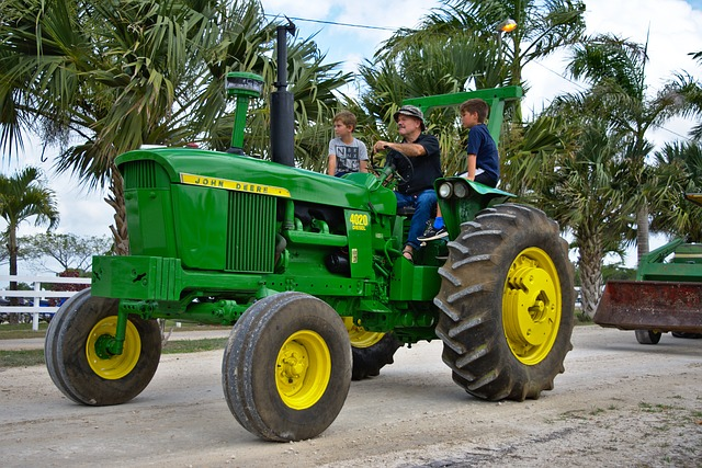 tractor-3244151_640