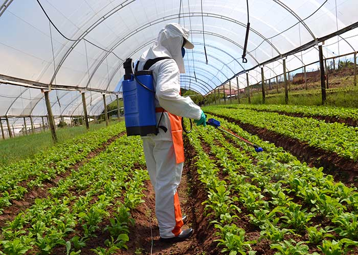 aplicação de defensivos agrícolas