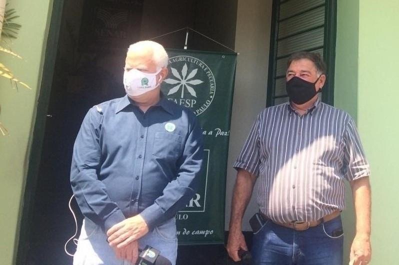 Tobias Ferraz e Ódinir Liberati Vieira em matéria sobre cursos do SENAR-SP