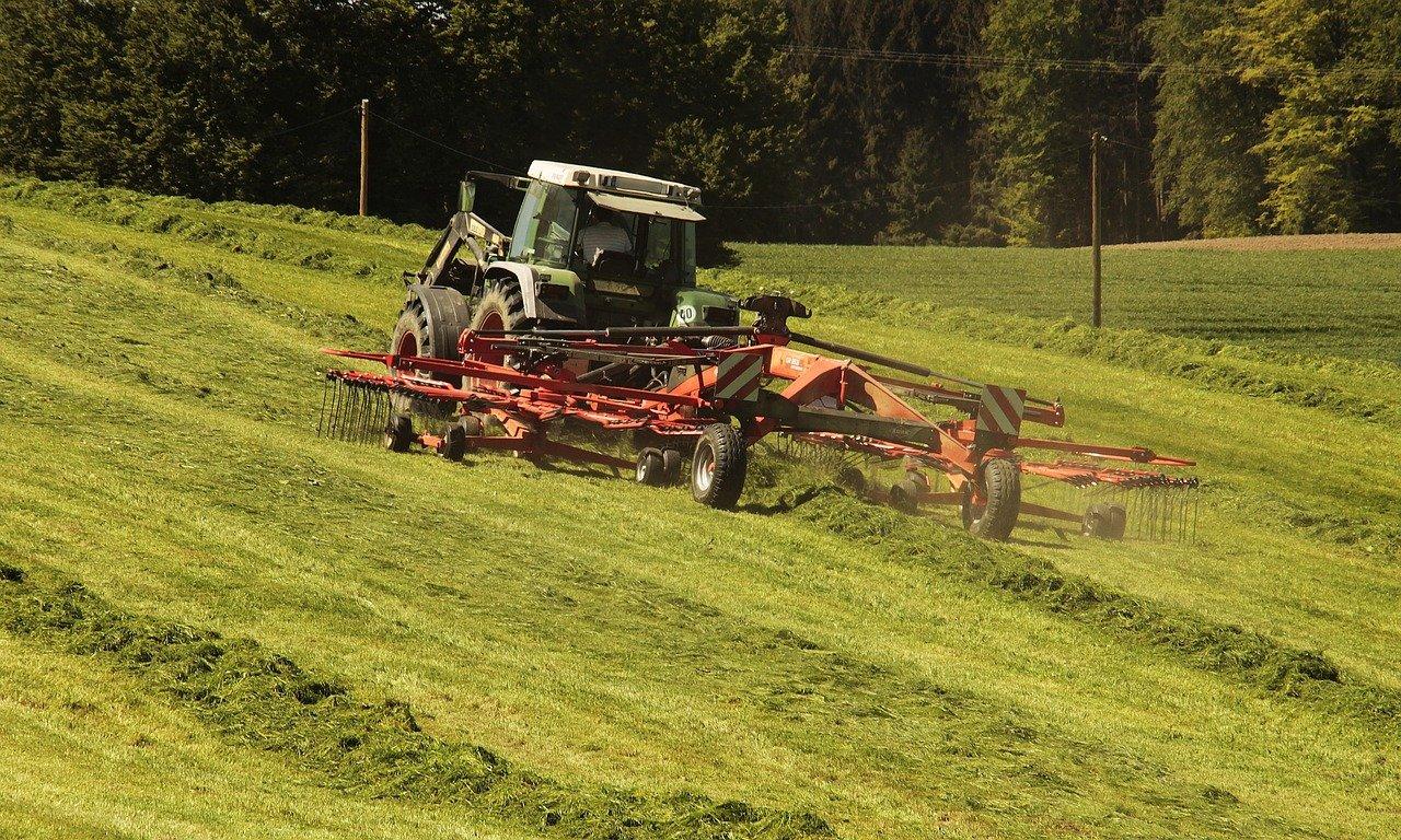 Produtores rurais devem fazer o registro oficial de tratores e máquinas agrícolas