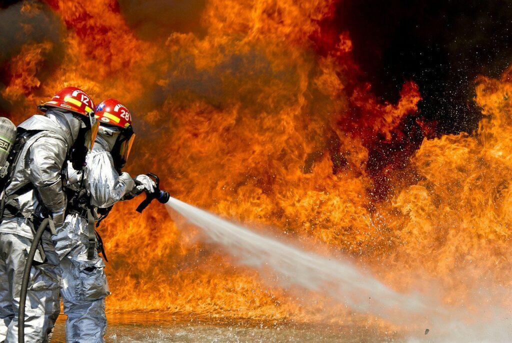 24 equipamentos essenciais para combater queimadas no campo