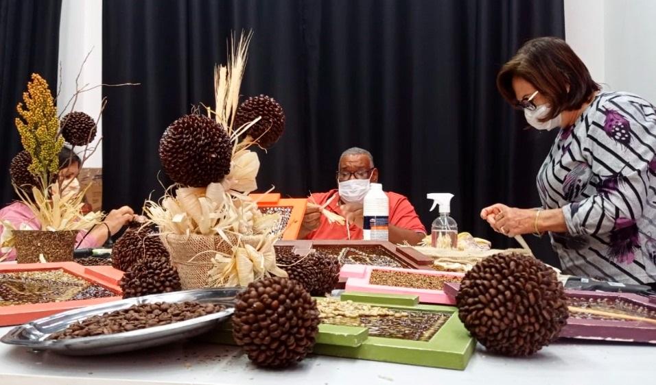 Curso de artesanato do SENAR-SP proporciona renda a produtores rurais
