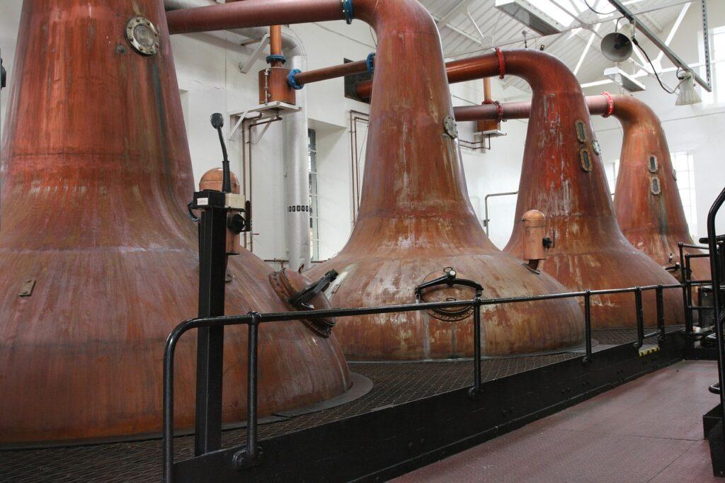 Produção de bebidas: veja como escolher um alambique para sua propriedade